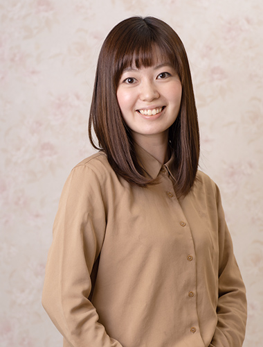 写真:ヘッドスパ担当 濱岡 舞子